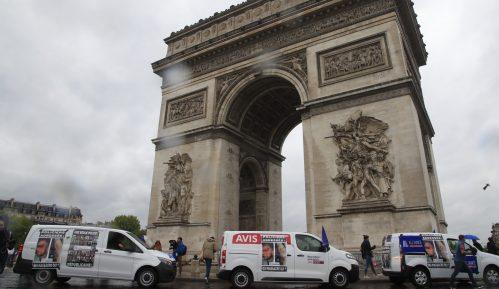 Protest policajaca ispred Trijumfalne kapije u Parizu 4