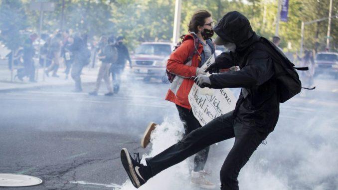 Strah od širenja korona virusa u SAD zbog protesta 2
