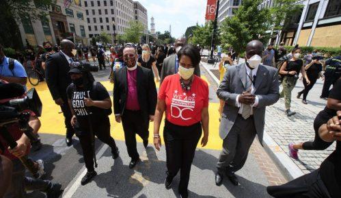 Nekoliko hiljada ljudi na protestu protiv rasizma u blizini Bele kuće 11
