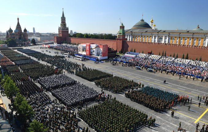 Putin na paradi u Moskvi: Samo zajedno možemo da zaštitimo svet od pretnji (FOTO) 4