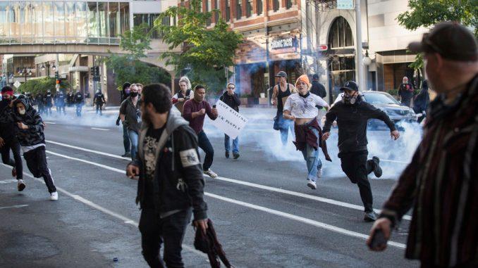 Tramp kritikovao guvernere, traži da budu mnogo oštriji prema nasilnim demonstrantima 4