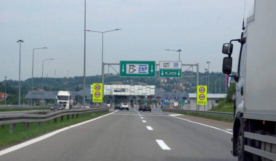Putevi Srbije upozorili da nesavesni vozači uklanjaju signalizaciju kod Bubanj potoka 14