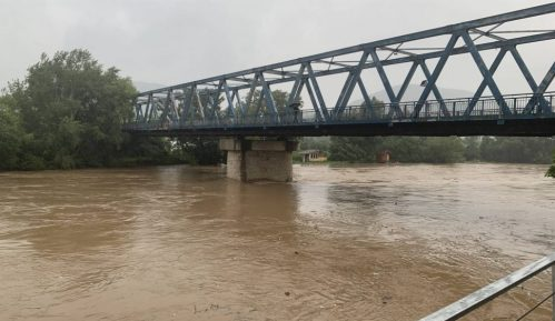 Reka odnela deo gasovoda u Čačku 10