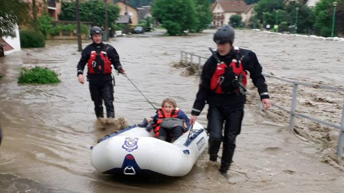 Zbog poplava vanredno stanje u Ivanjici, u 14 opština vanredna situacija (FOTO, VIDEO) 3