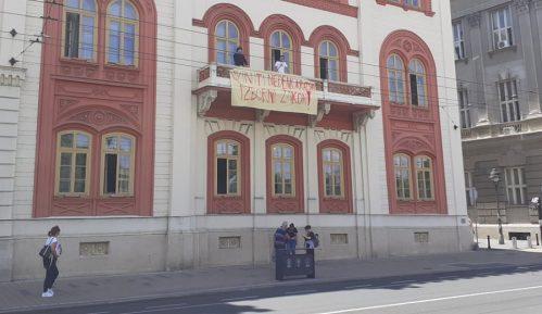 Studenti pokušali blokadu Rektorata, obezbeđenje ih izbacilo iz zgrade 10