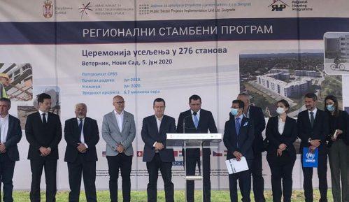 Dačić prisustvovao dodeli 276 stanova izbeglicama iz Hrvatske i BiH 3