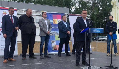 Dačić uručio ključeve izbegličkim porodicama u Svilajncu 12