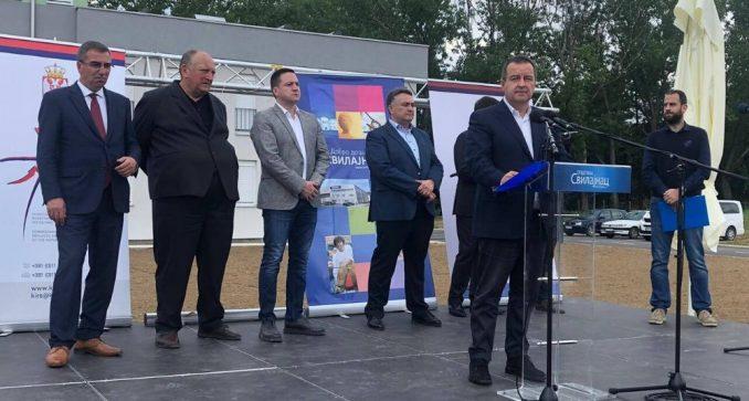 Dačić uručio ključeve izbegličkim porodicama u Svilajncu 3
