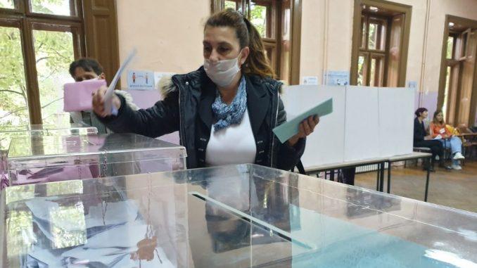 Izmene izbornih zakona su pokušaj manevra vlasti pred međustranački dijalog 1