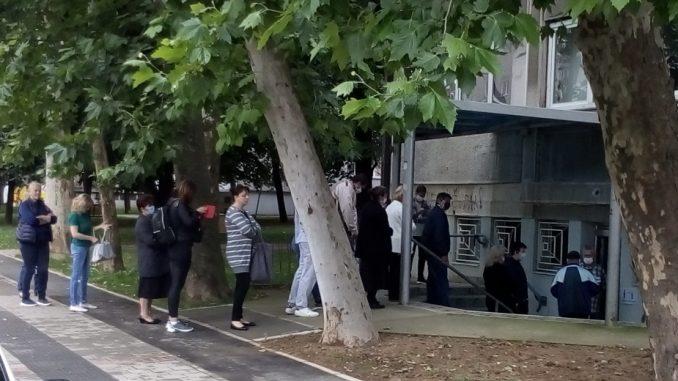 Počeli ponovljeni izbori na pet biračkih mesta u Šapcu, građani izlaze na izbore po treći put 2