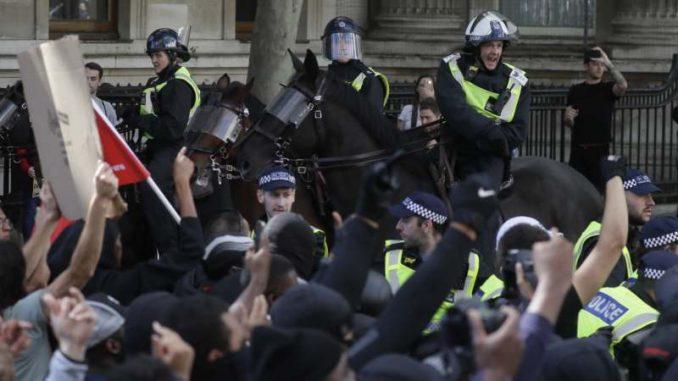 Sukobi ekstremnih desničara i policije u Londonu 3
