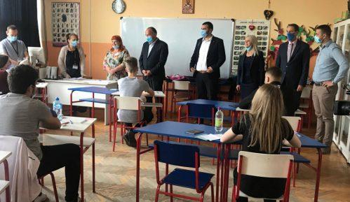 Ministar Šarčević poželeo sreću učenicima koji danas polažu malu maturu 12