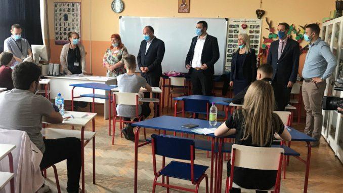 Ministar Šarčević poželeo sreću učenicima koji danas polažu malu maturu 1