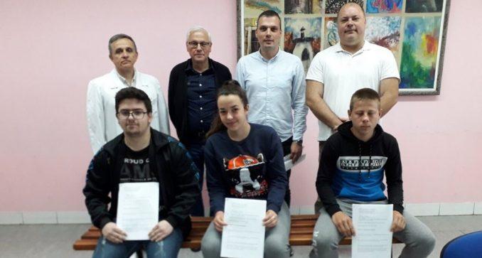 Troje stipendista Mlekarske škole u Pirotu dobili zaposlenje posle mature 1