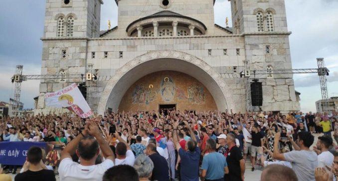 Zbog usvajanja Zakona o slobodi veroispovesti protest ispred hrama u Podgorici (VIDEO) 2
