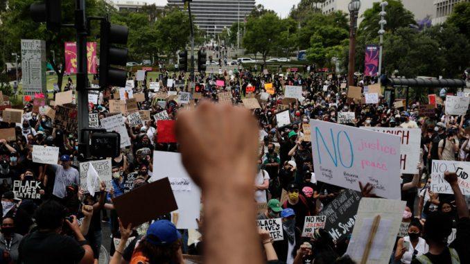 U Los Anđelesu uhapšeno više od 2.700 ljudi 4
