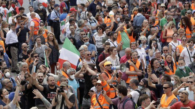 U Rimu skup pristalica ekstremne desnice za smenjivanje Vlade 1