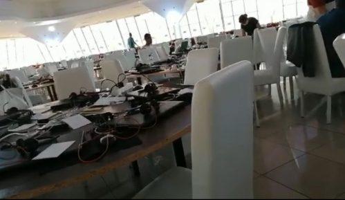 Aktivisti SNS o tome kako izgleda raditi u pozivnom centru te partije 7