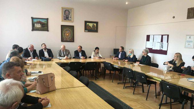 Ministar prosvete direktorima škola: Potrebna je nova tehnologija u nastavi 3