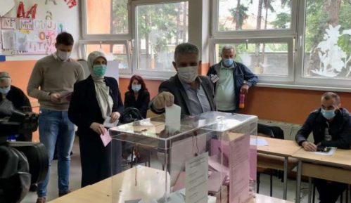 Lideri u Novom Pazaru glasali pre podne 12
