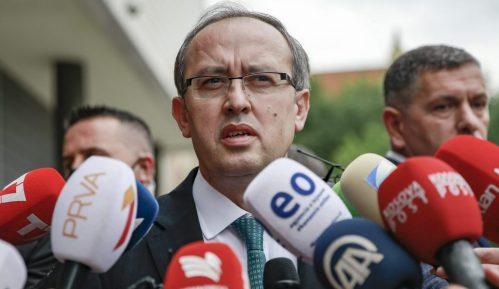 Makron i Hoti razgovarali o aktuelnim kretanjima na Kosovu i u regionu 5