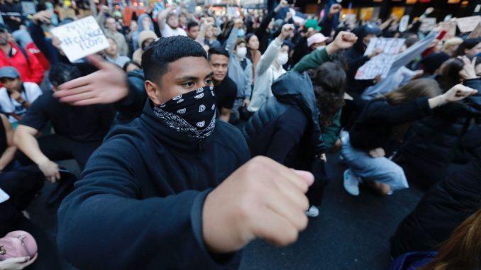 Demonstranti u SAD traže reformu policije i obračun sa rasizmom 4