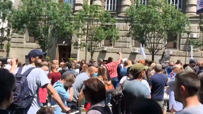 "Protest ispred Vlade pristalica Pokreta ""Odbranimo reke Stare planine"" (VIDEO) 2"