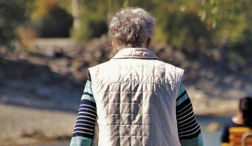 U Srbiji svaka šesta žena starija od 65 godina živi sama 10