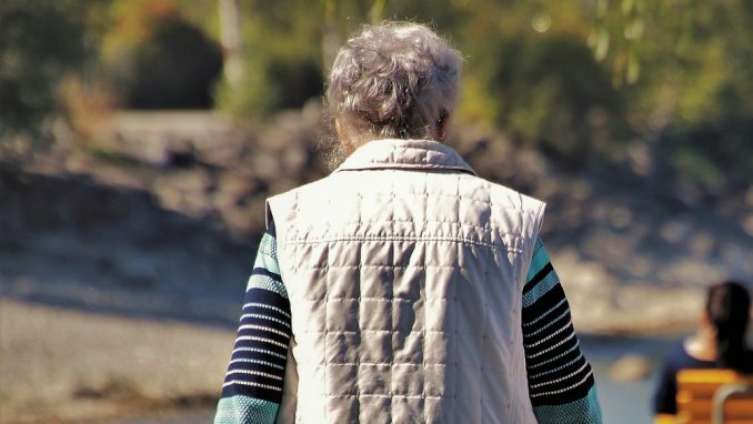 U Srbiji svaka šesta žena starija od 65 godina živi sama 4