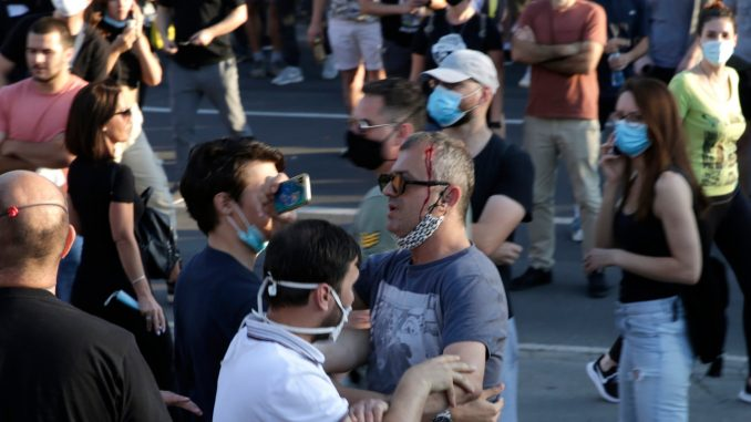 Opozicija: Ne strepimo ni od čizme ni od huligana 2