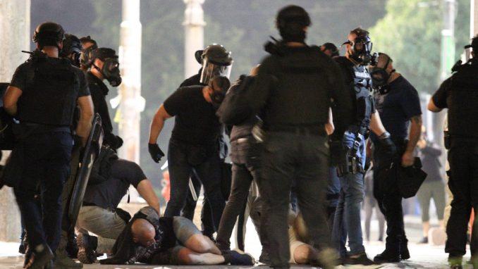 Vrh države ohrabrio policijsku brutalnost (VIDEO) 3