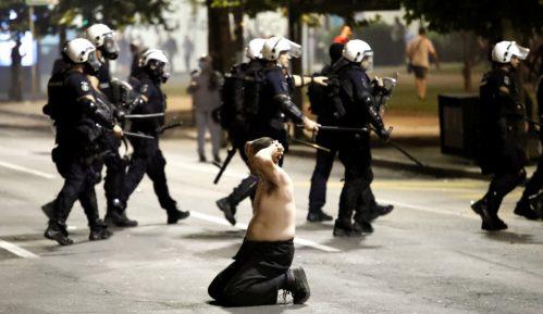 Po hitnom postupku 11 demonstranata u zatvoru 15