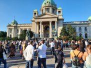 Policija rasterala demonstrante suzavcima i oklopnim vozilima iz centra Beograda (VIDEO, FOTO) 6
