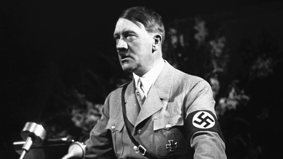 Adolf Hitler tokom govora na skupu u Nirnbergu 1936. godine1936