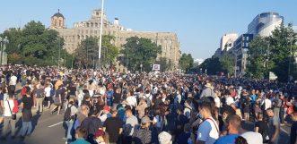 Policija rasterala demonstrante suzavcima i oklopnim vozilima iz centra Beograda (VIDEO, FOTO) 4
