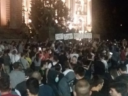 Treće veče protesta prošlo bez većih incidenata (FOTO, VIDEO) 4