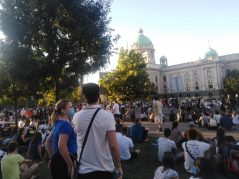 Treće veče protesta prošlo bez većih incidenata (FOTO, VIDEO) 12