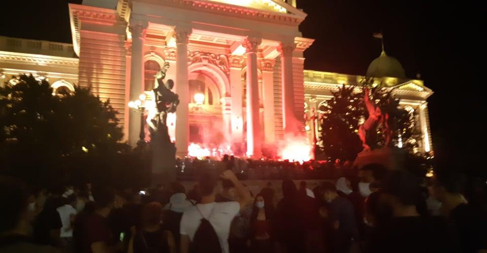 Četvrto veče protesta ponovo obeležili incidenti (FOTO, VIDEO) 4