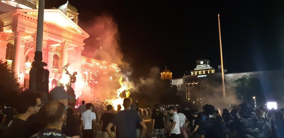 Četvrto veče protesta ponovo obeležili incidenti (FOTO, VIDEO) 3