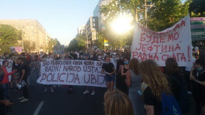 Četvrti dan protesta u Beogradu: Ljudi se polako okupljaju pred Skupštinom (FOTO/VIDEO) 4