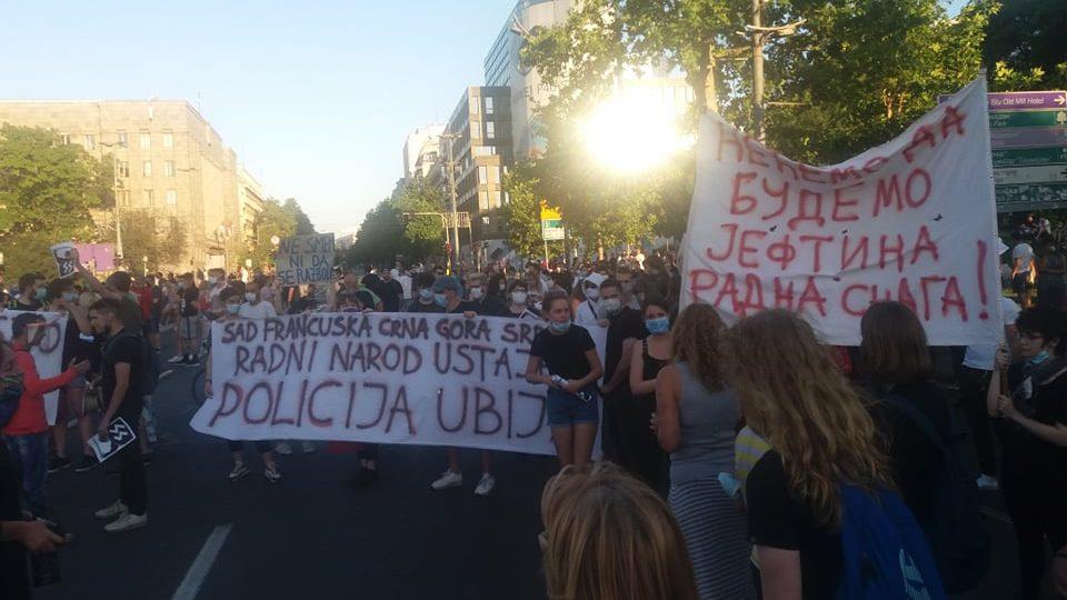 Četvrto veče protesta ponovo obeležili incidenti (FOTO, VIDEO) 32