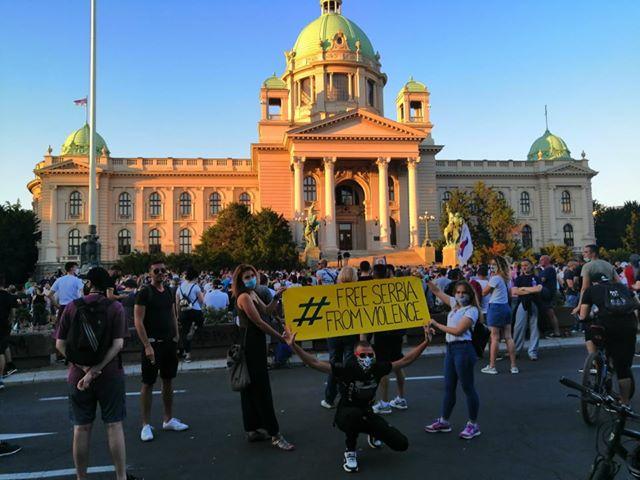 Četvrto veče protesta ponovo obeležili incidenti (FOTO, VIDEO) 25