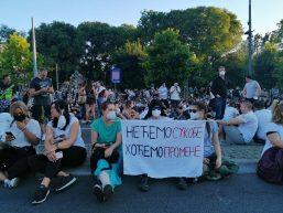 Treće veče protesta prošlo bez većih incidenata (FOTO, VIDEO) 8