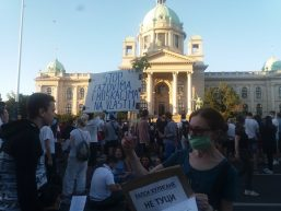Treće veče protesta prošlo bez većih incidenata (FOTO, VIDEO) 10