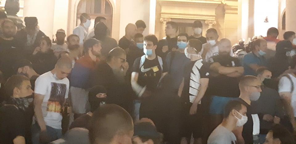 Četvrto veče protesta ponovo obeležili incidenti (FOTO, VIDEO) 7