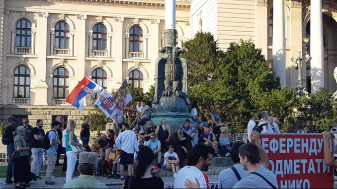 Peti dan protesta u Beogradu: Građani se polako okupljaju (FOTO) 2