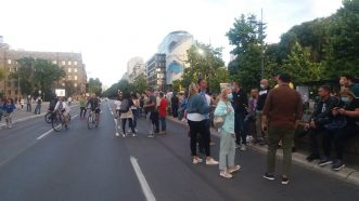 Šesti protest u Beogradu bez incidenata, uz učešće oko 1.000 ljudi (FOTO/VIDEO) 34
