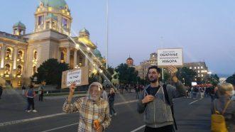 Šesti protest u Beogradu bez incidenata, uz učešće oko 1.000 ljudi (FOTO/VIDEO) 27