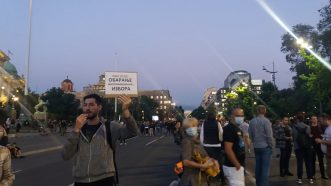 Šesti protest u Beogradu bez incidenata, uz učešće oko 1.000 ljudi (FOTO/VIDEO) 28