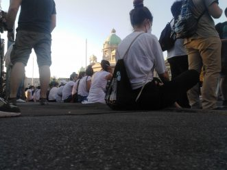 Treće veče protesta prošlo bez većih incidenata (FOTO, VIDEO) 15